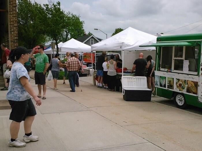 Food-Vendors-At-The-Farmers-Market
